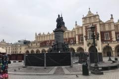 DiP-Polska-sukiennice-Kraków-pomnik-Mickiewicza